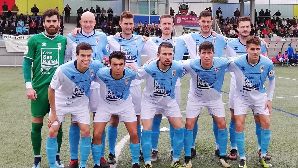 ¡Mira aquí las imágenes del partido de tercera división entre el Boiro y el Arousa!.Miguel Linares salta al Carlos Tartiere en el pasado Real Oviedo - Reus