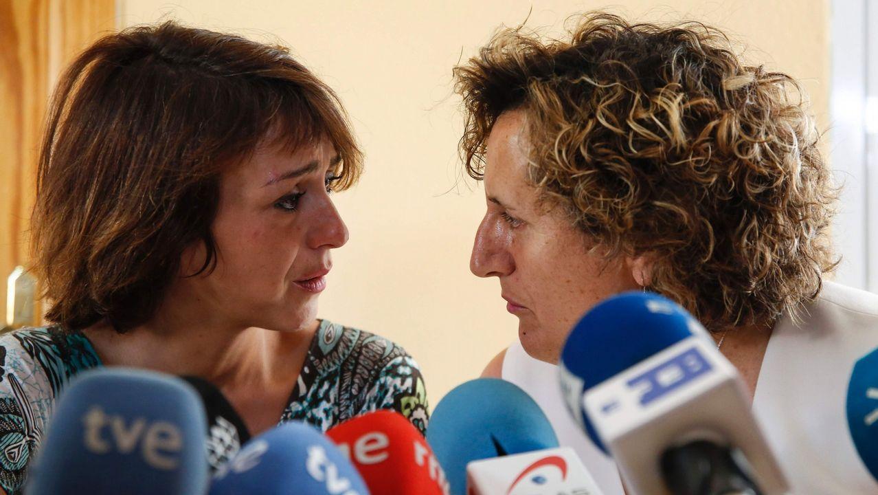 El Constitucional rechaza el recurso de Juana Rivas de paralizar la devolución de sus hijos.JUana Rivas,  junto a la directora del Área de Igualdad y asesora jurídica del centro de la mujer, Francisca Granados