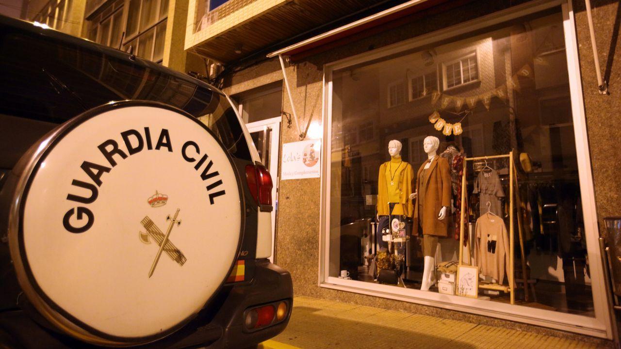 Atraca a punta de navaja a la dueña de una tienda de ropa de Malpica.Firma del contrato con la empresa Construcciones Vázquez y Reino