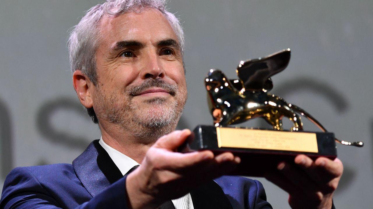 .Alfonso Cuadrón, tras recibir el León de Oro por «Roma»