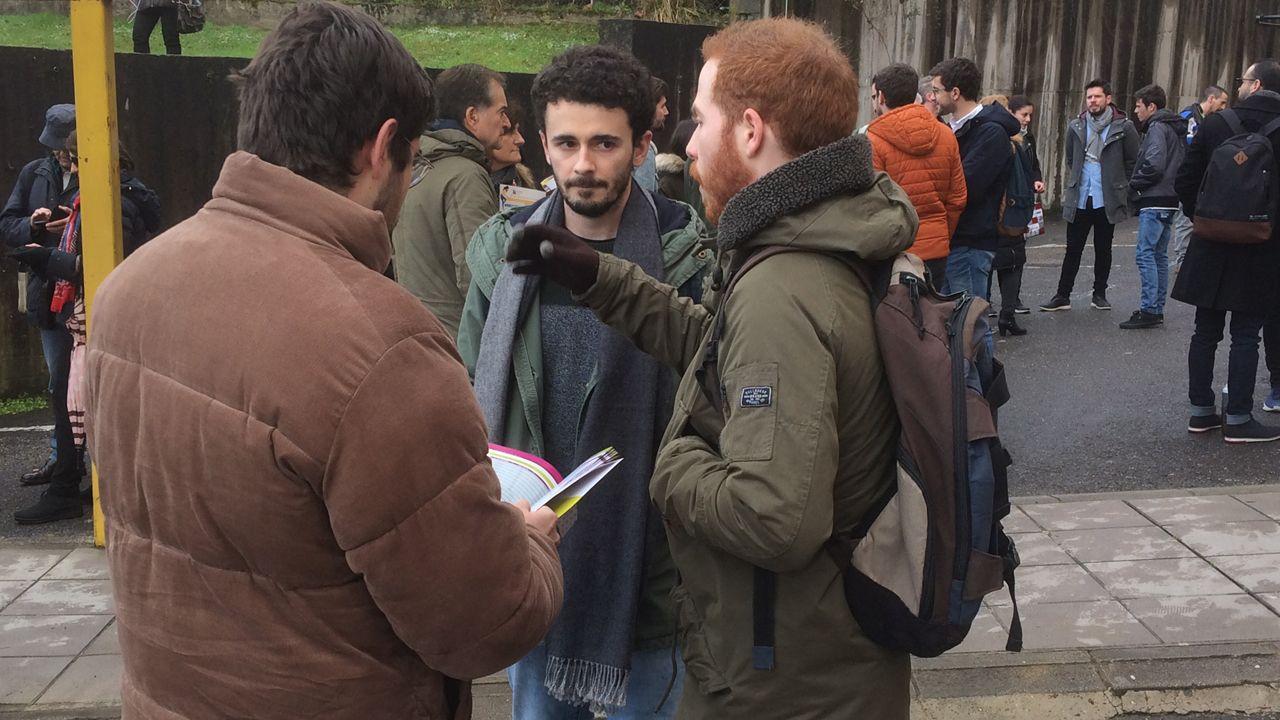 Estudiantes hablando antes del MIR