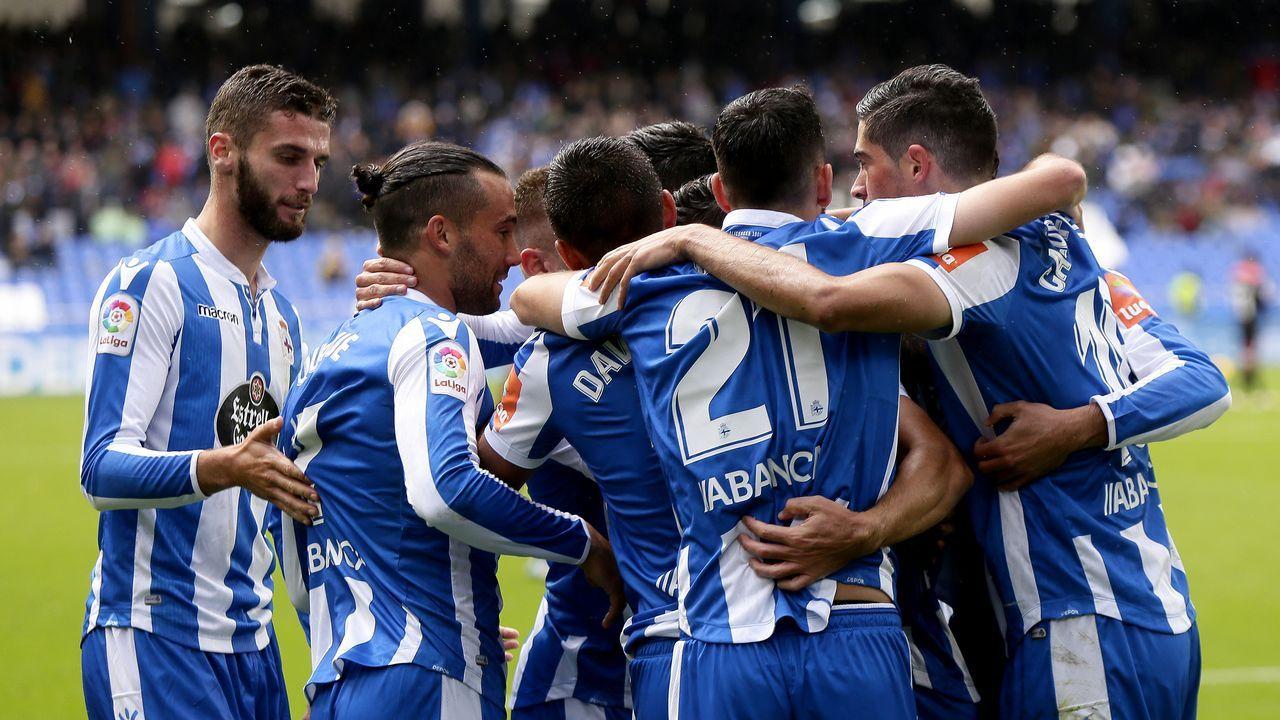 Pelayo Novo Real Oviedo.Alfonso Herrero despeja un balón aéreo en el Nàstic-Oviedo
