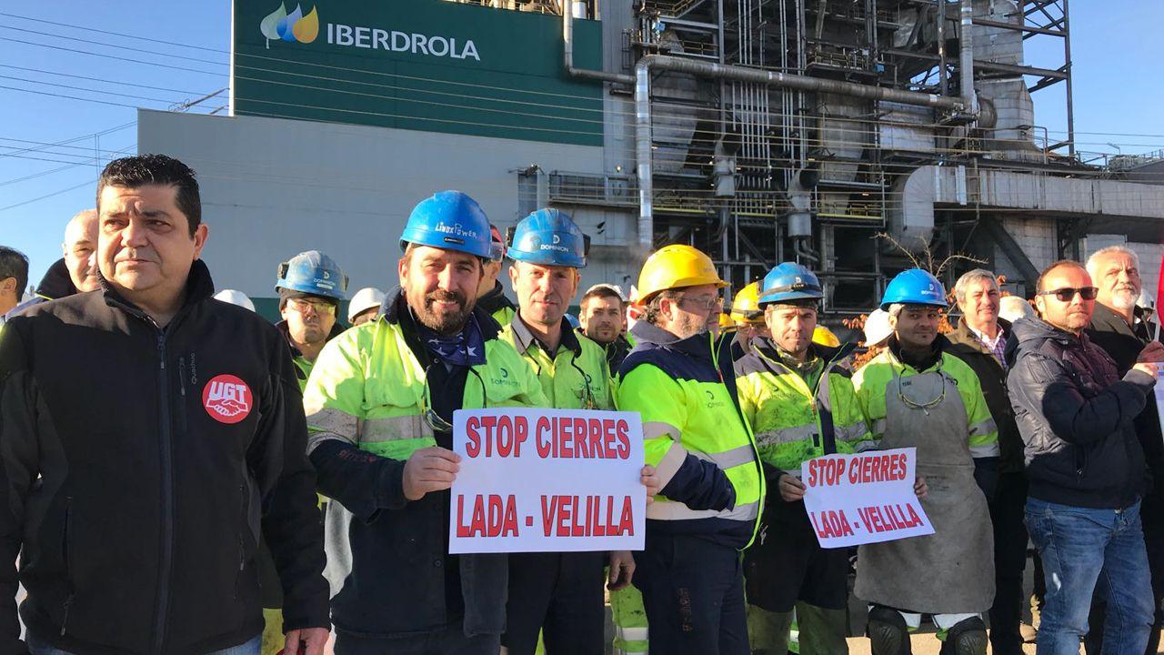 Trabajadores de la térmica de Lada durante las protestas
