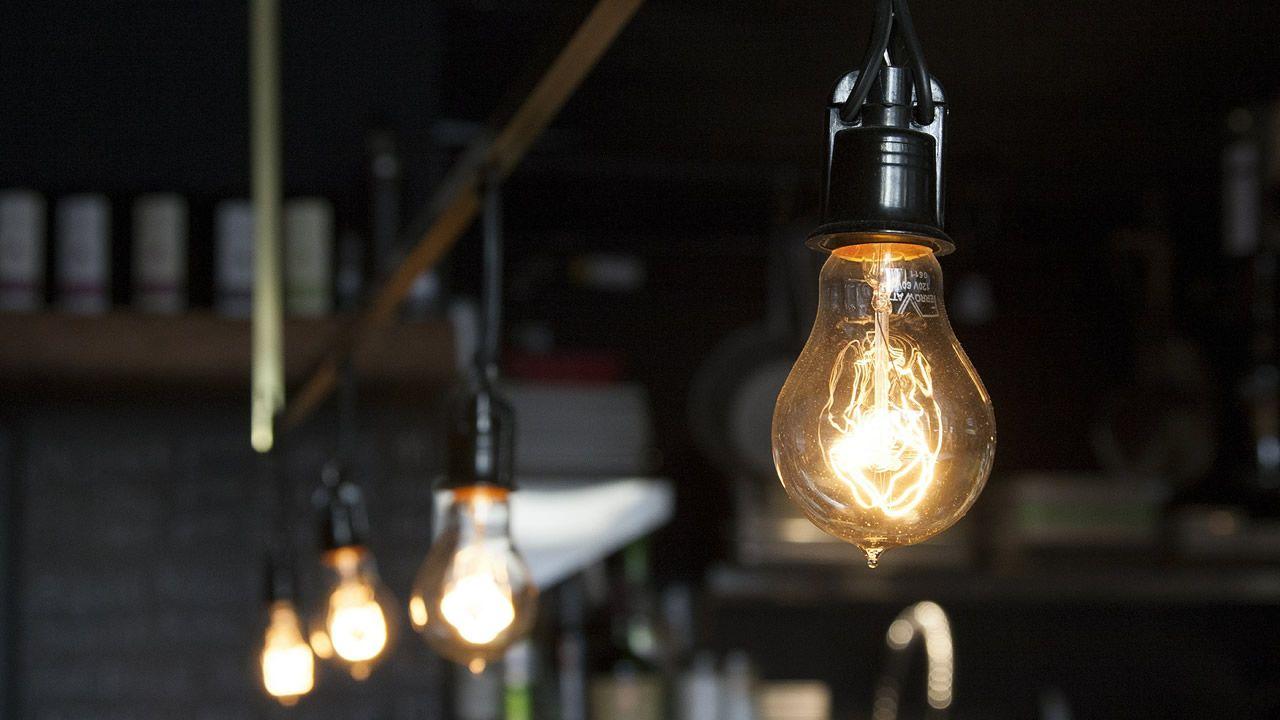 El Gobierno amplía el bono social para luchar contra la pobreza energética.Factoría de Arcelor en Veriña