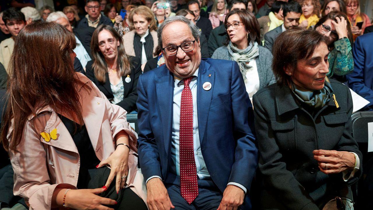 El abogado de Puigdemont, Gonzalo Boye, tuvo que presentar su documentación en el registro como le ordenó una funcionaria de la Junta Electoral.La exconsejera y número dos de JxCat por Barcelona a las generales, Laura Borrás, en un acto de campaña junto al presidente de la Generalitat, Quim Torra, y la esposa de este, Carola Miró