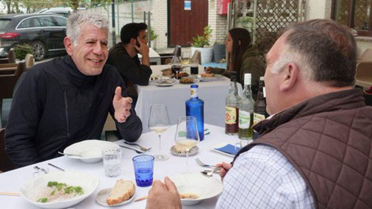 Anthony Boudain y José Andrés durante su viaje a Asturias