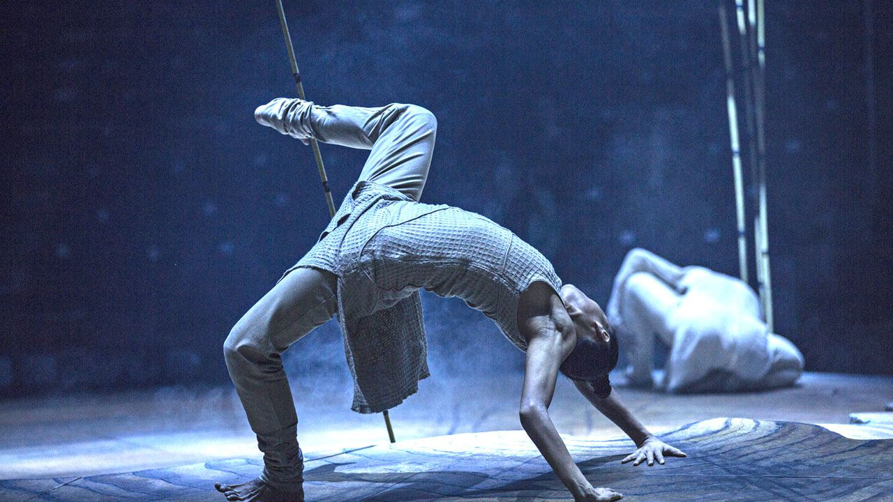 El «magic man» que da el ok final a obras en casas de ricos.Un momento de 'Until the lions', de Akram Khan