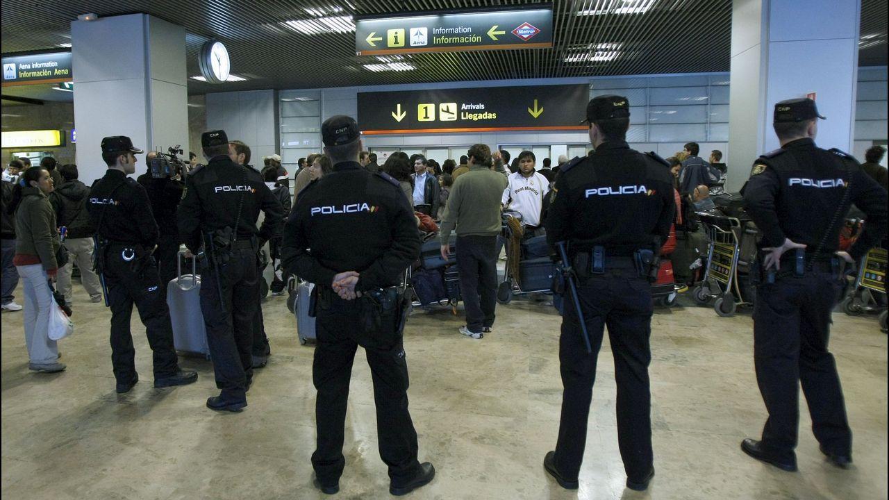El GRS, un caballo de batalla frente al narco, el terrorismo y los incendios.Agentes de la Policía Nacional en el aeropuerto de Barajas, en una imagen de archivo