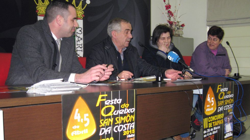 El conselleiro Francisco Conde visitó el taller de Idoia Cuesta.