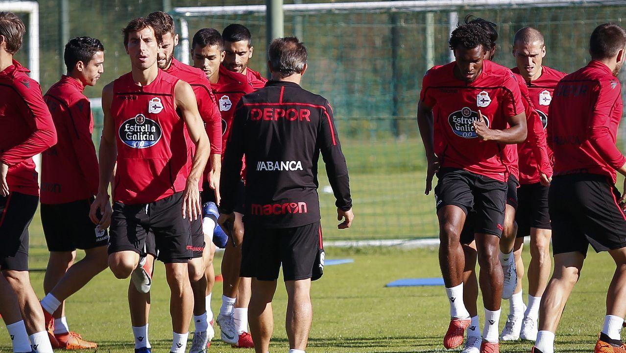 Gol Carlos Hernandez Real Oviedo Cadiz Carlos Tartiere.Mosquera aporta más que Didier Moreno desde el punto de vista técnico