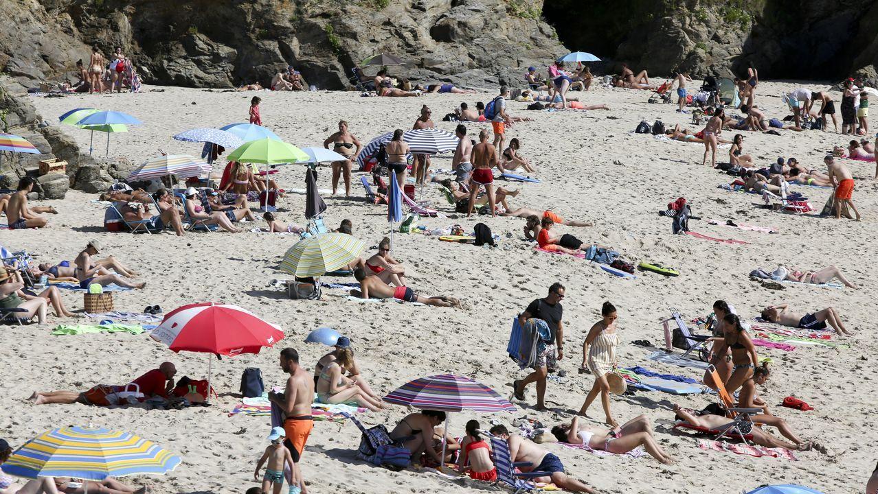 Ferrol.Bandera roja en la playa de Los Sorraos, en Llanes