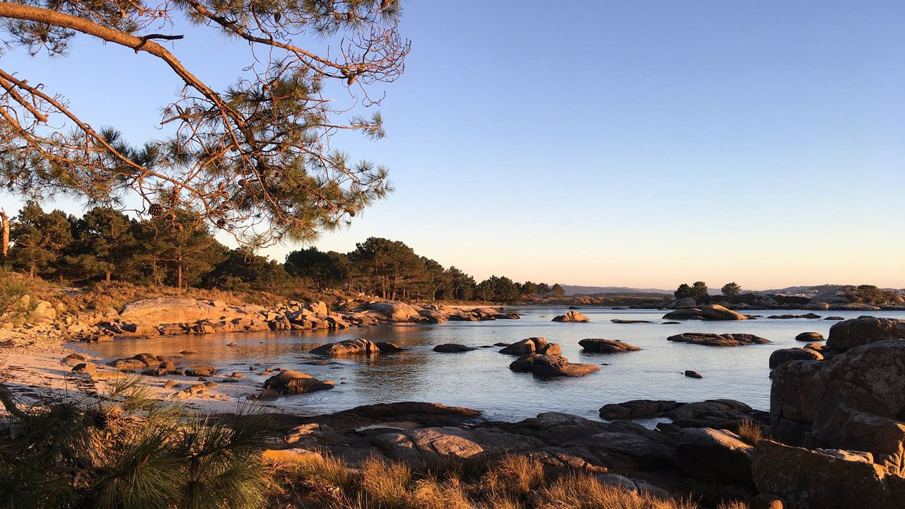 A Illa de Arousa.Salida de la primera etapa de la V Regata Interclubes de la Ría de Pontevedra