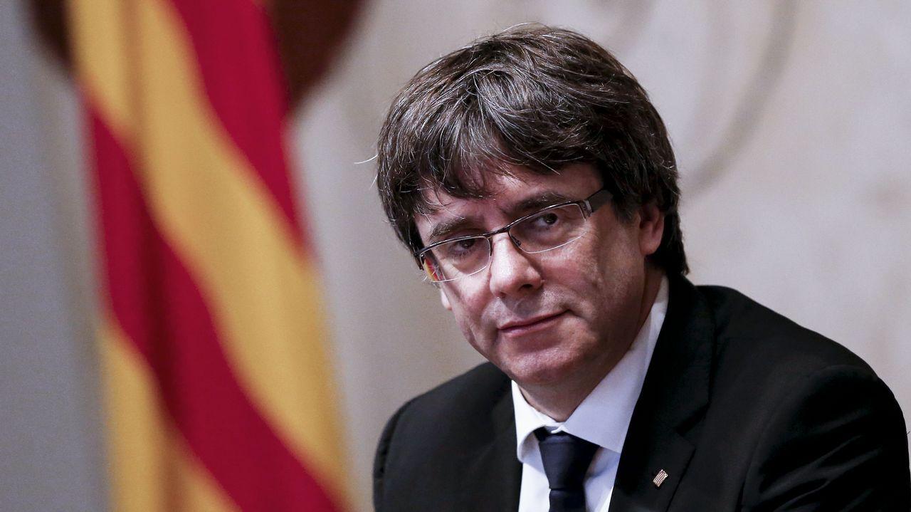 Investidura aplazada que no desconvocada en el Parlament.Puigdemont, Comin y los mensajes que intercambiaron