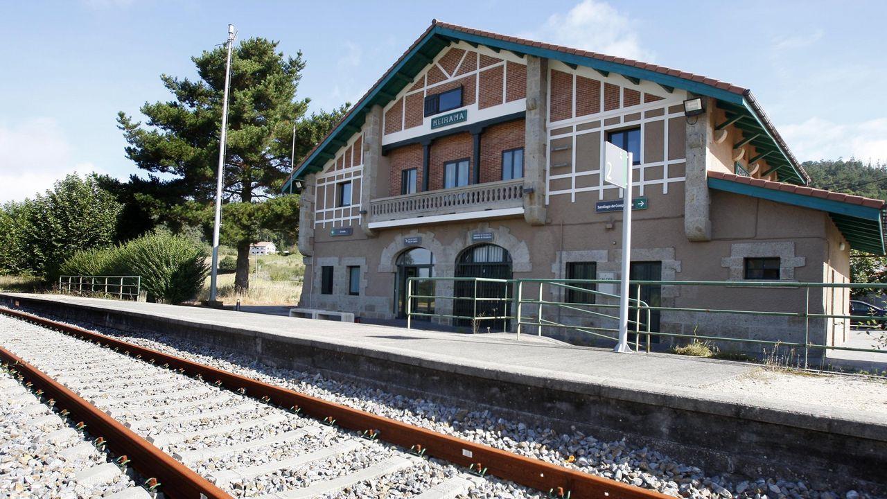 Llueve dentro de la estación de Renfe de Oviedo.El accidente del tren Celta causó cuatro muertos y 47 heridos, 13 de ellos graves