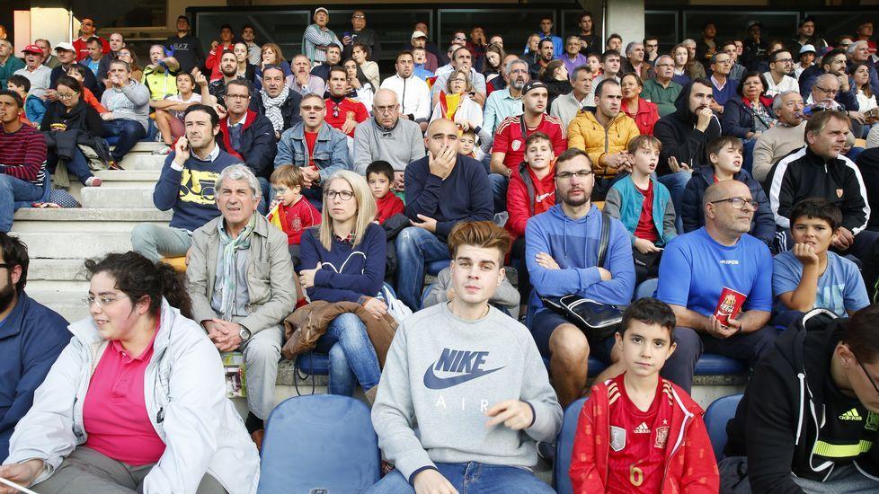 Búscate en la grada del partido de la selección española Sub-21 (Álbum 1).