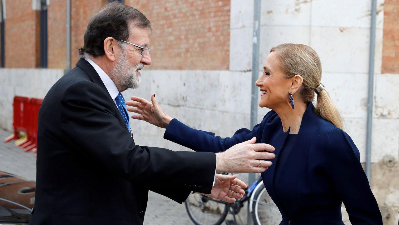 Monedero a Sáenz de Santamaría: «Me alegro de que os vayáis».Rajoy y Cifuentes se saludan en Alcalá de Henares