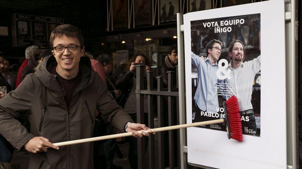 Errejón: «Mi opción es muy clara y la defiendo de forma nítida y de frente».Errejón, en una imagen de archivo rodeado de Espinar, Montero, Iglesias, Garzón y Rafa Mayoral.