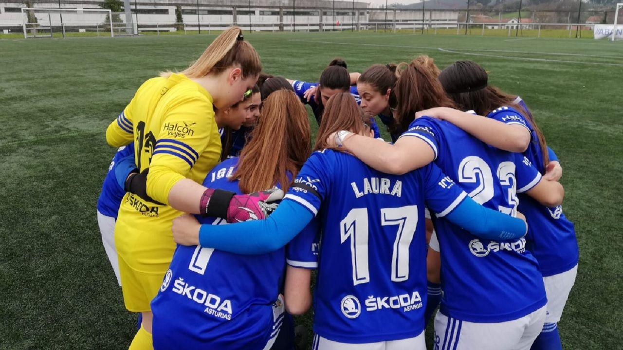 Real Oviedo Femenino Victoria FC.Las futbolistas azules, antes del encuentro ante el Victoria FC