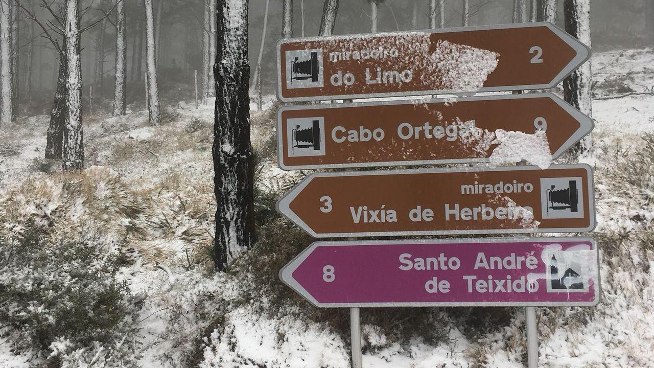 La nieve regresa a As Pontes y pasa por Vixía Herbeira.
