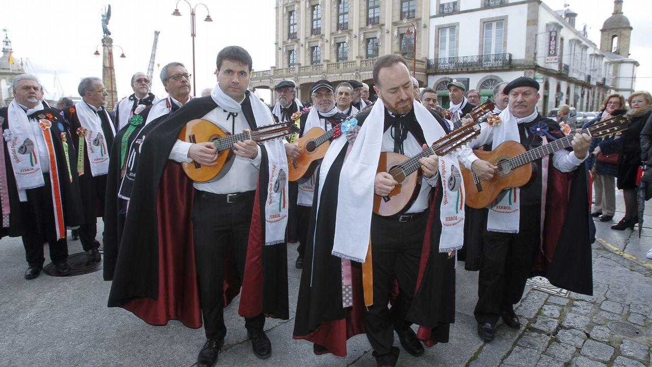 «¡Qué vivan las madrinas!».EL CRISTO DE LOS NAVEGANTES EN EL ARSENAL