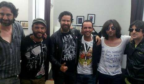 Juan Gimel Rama (en el centro) con los integrantes de Heredeiros da Crus.