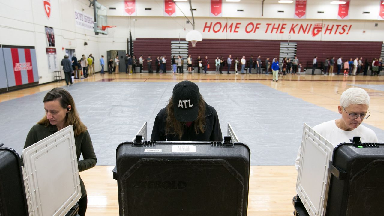 Votantes en un instituto de Georgia, Atlanta