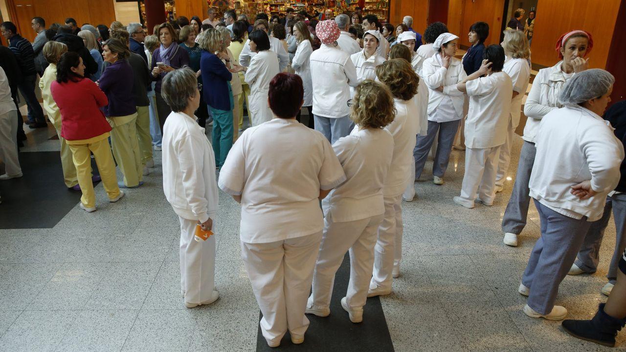 .Concentración el pasado enero en el Hospital Clínico de Santiago contra la reforma de la ley de salud y para reclamar la carrera profesional