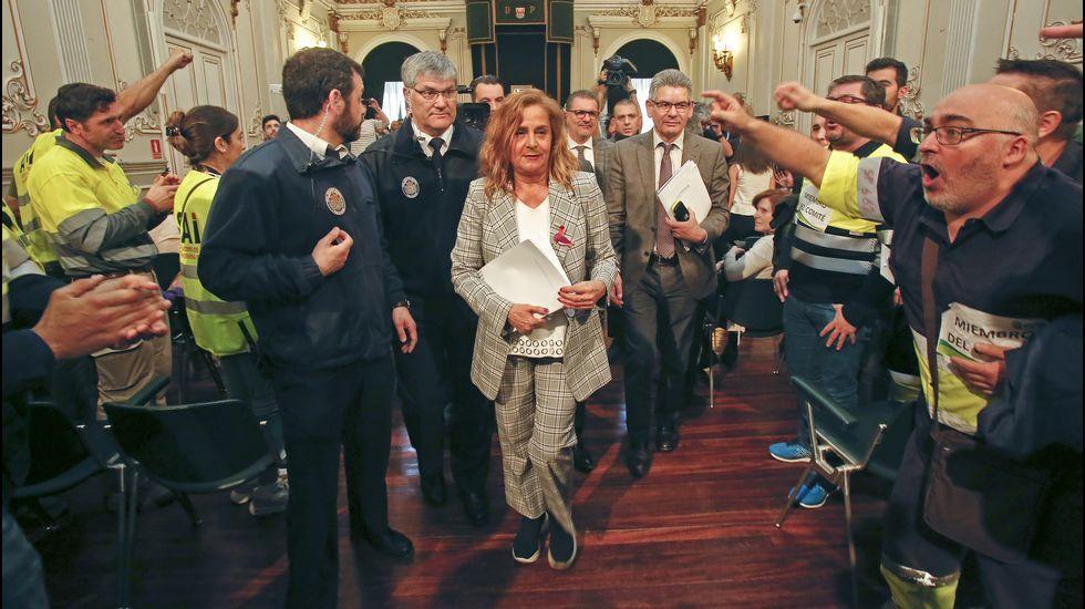 Pleno de la Diputación acaba siendo a puerta cerrada por la protesta de los trabajadores de Ence