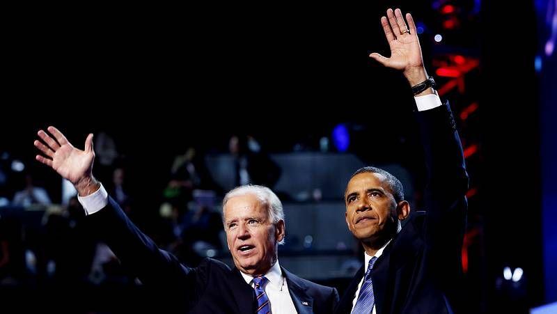 Los galardonados en los Globos de Oro.El vicepresidente Joe Biden y Obama