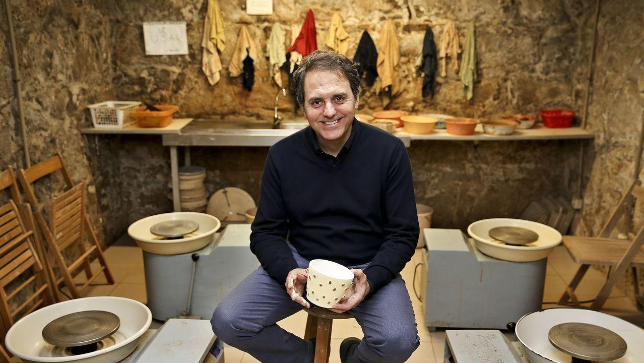 Vargas Llosa de compras por A Coruña.Natalio Grueso