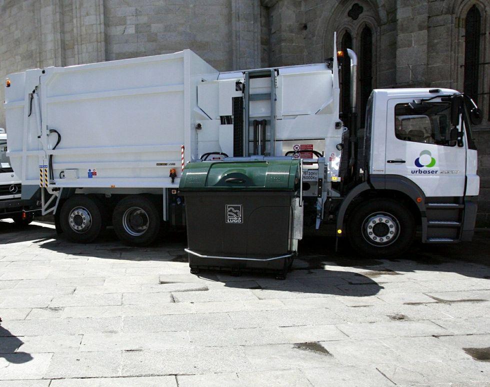 Benítez, contra la prensa.En el 2007 empezaron a operar los camiones de carga lateral.