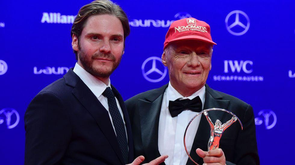 El actor Daniel Brühl y el expiloto Niki Lauda, premio de honor.