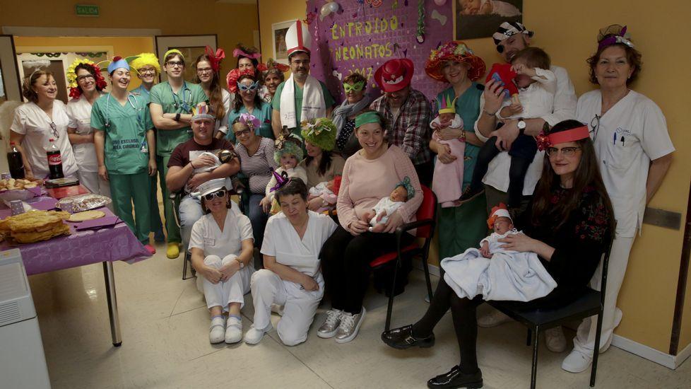 Fiestas de Carnaval en la unidad de neonatos del Materno Infantil de A Coruña.