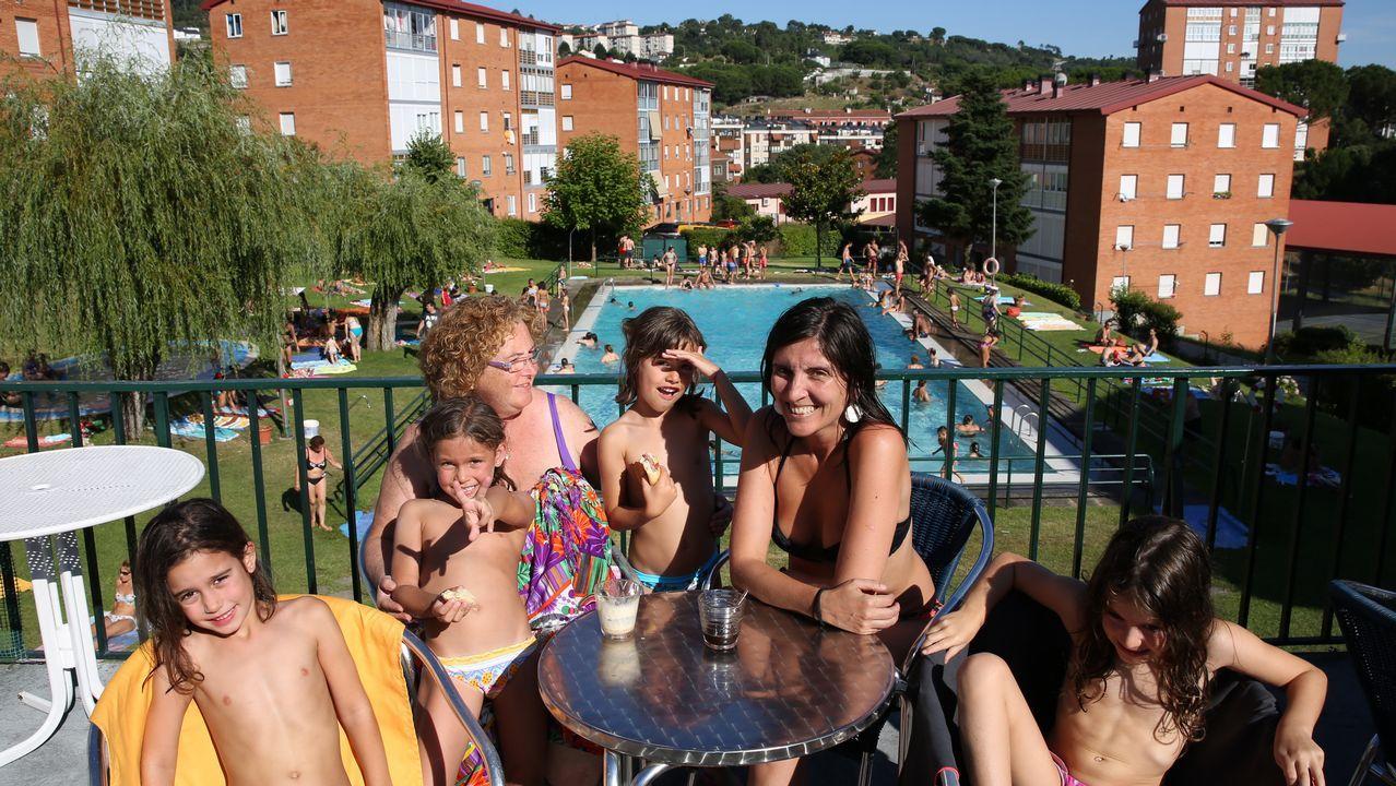 Gente bañándose en Ourense