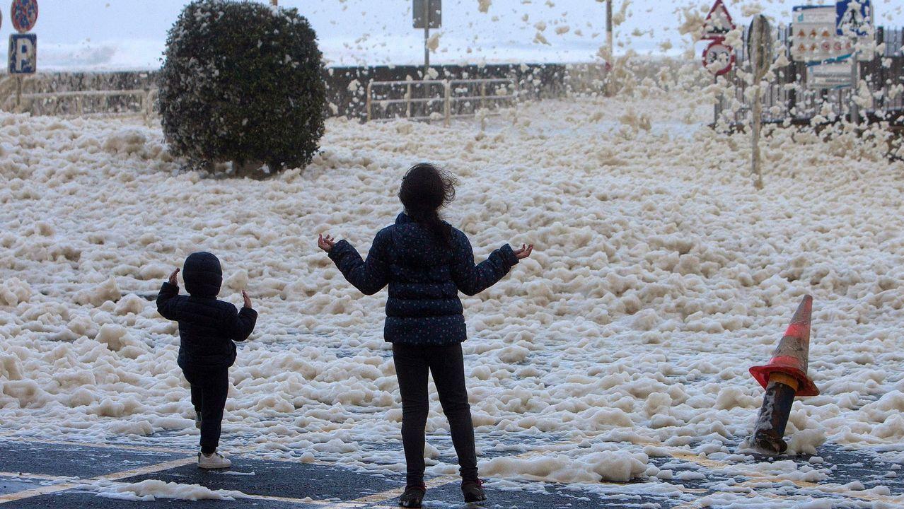 Este martespodrían caer hasta 80 litros por metro cuadrado en 12 horas.Una calle de Oviedo bajo la lluvia
