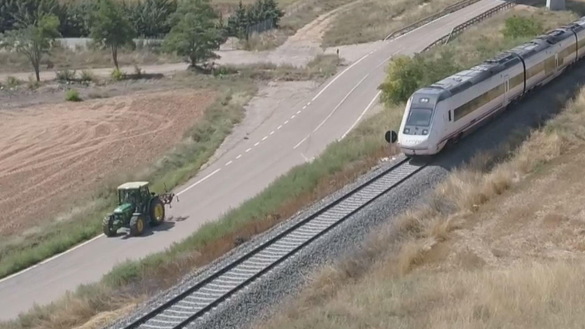 Tractor o tren de 'alta velocidad': ¿quién ganará?.