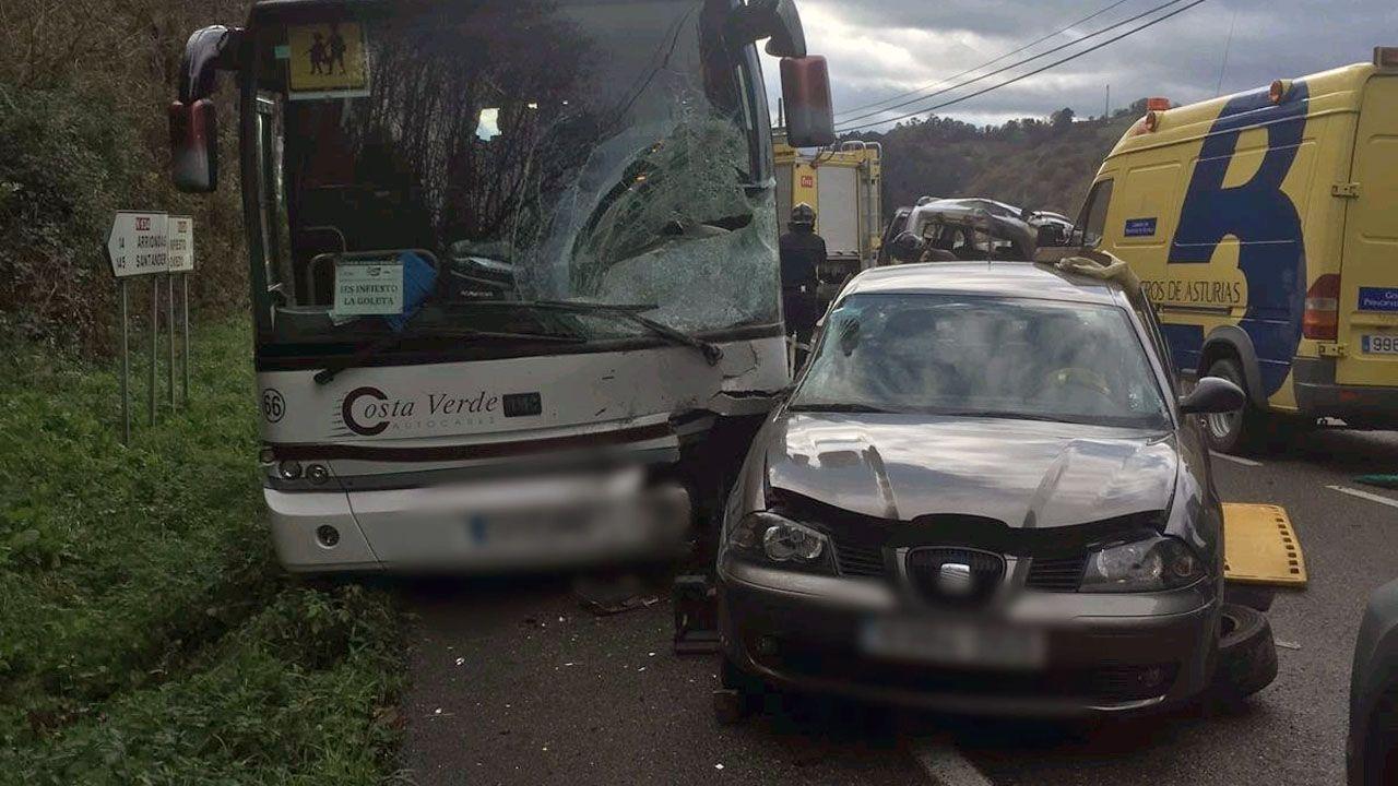 La carretera más peligrosa de España está en Ribadeo.Accidente de un autobús escolar y un coche en Piloña