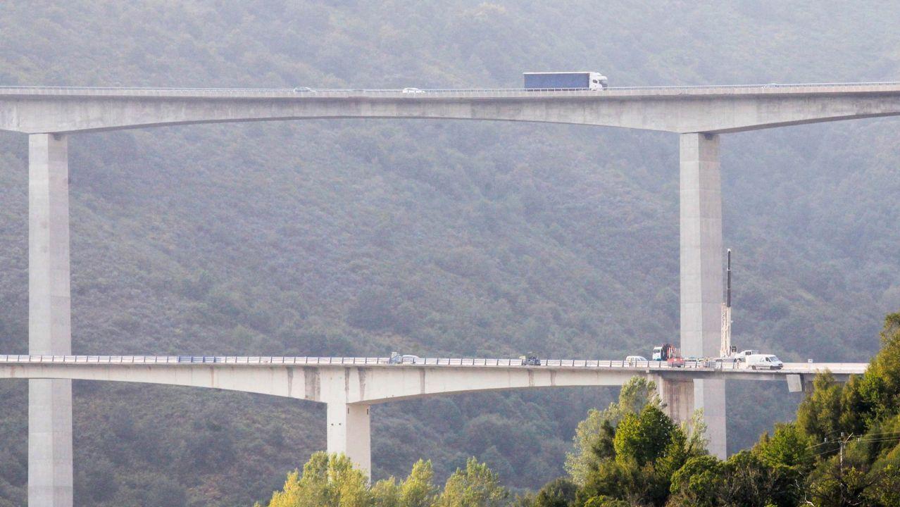.VIADUCTO DE SAMPRÓN: 124 METROS. La máxima cota de la rasante sobre el cauce del río alcanza los 150 metros. El viaducto de al lado se hizo para la carretera nacional