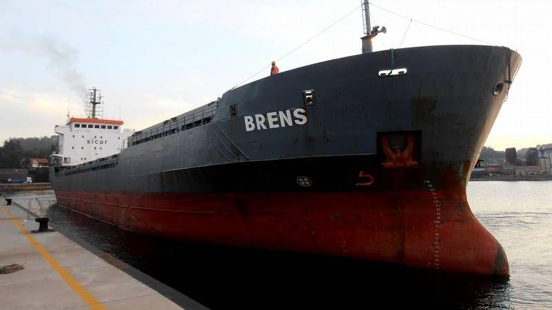 El  Brens  llegó ayer por la mañana al muelle del mismo nombre