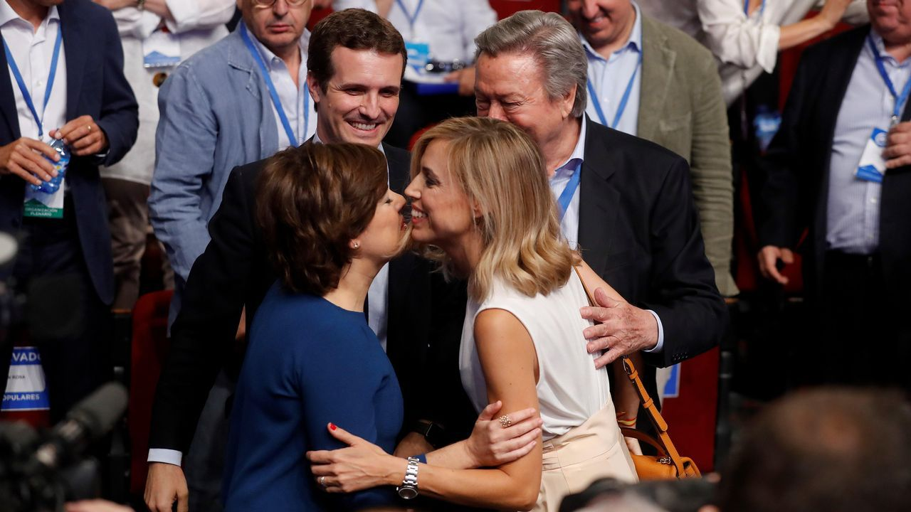 .Soraya Sáenz de Santamaría y Pablo Casado, esta mañana, a su llegada al Congreso del PP del que saldrá el sucesor de Rajoy.