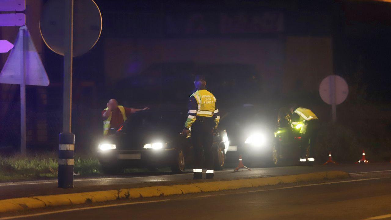 Ciclistas por el centro de Gijón.Imagen de archivo de una campaña de control de uso del cinturón de seguridad