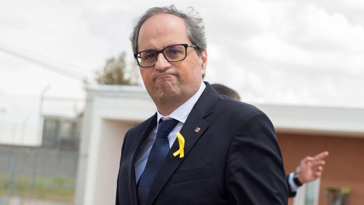 Torrent suspende el pleno del Parlament por la retirada de un lazo amarillo