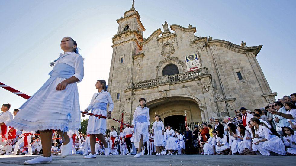 Veintidós flexiones por España.Danza de las Espadas en Marín