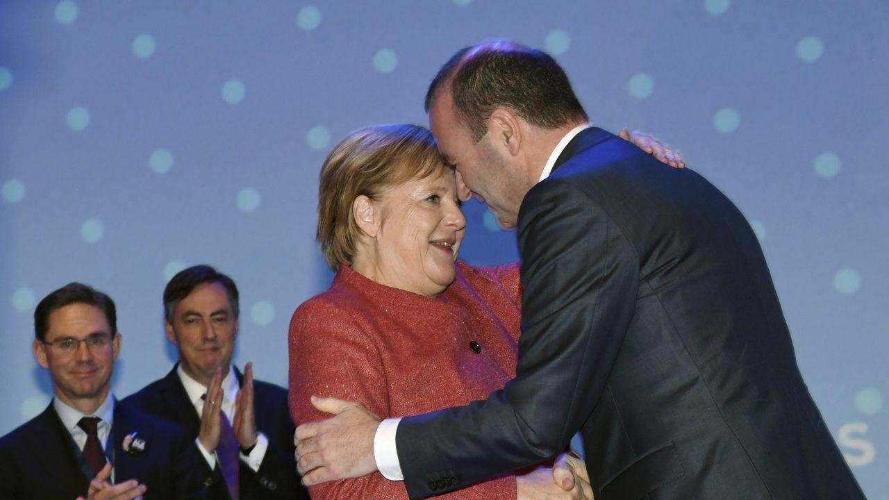 | EFE.Merkel y Weber chocan sus frentes al saberse que este será el cabeza de cartel popular