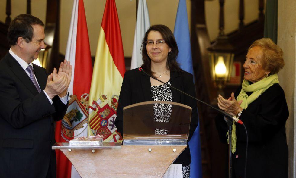 La reina Letizia saluda a Teresa Berganza, ante la mirada de Javier Fernández y Teresa Sanjurjo, durante la inauguración de los cursos musicales de la Fundación Princesa 2015.Vanessa Valdeiglesias, en el acto celebrado en el Pazo de Castrelos, entre el alcalde y Marita Vázquez.