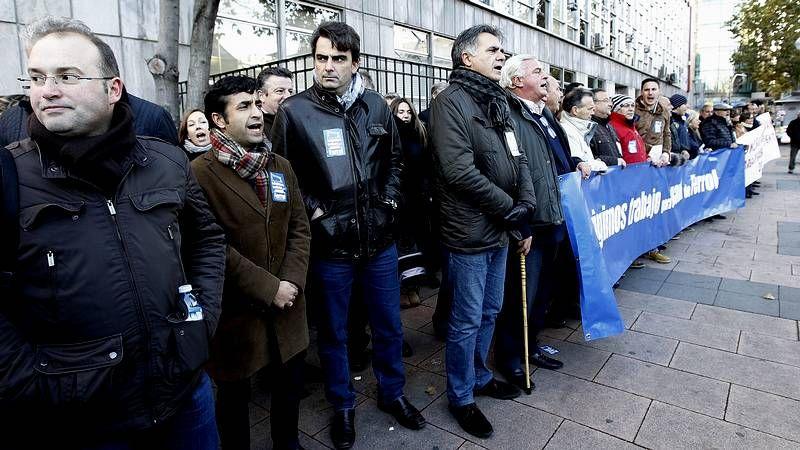 Los cargos PP ferrolano, ante la SEPI y Navantia.Juncal, con el monarca en el 2006.