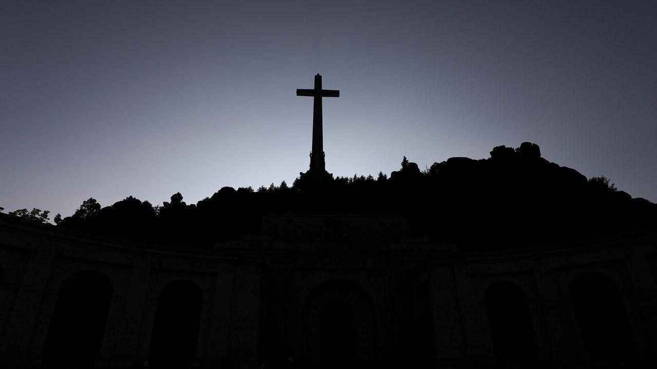 Cruz del Valle de los Caidos, bajo la que está enterrado Franco