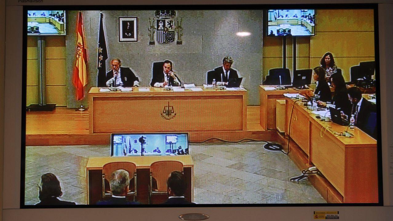 La caja b del PP «abrumadoramente acreditada».Fotografía de archivo de Ana Mato, a su salida de la Audiencia Nacional