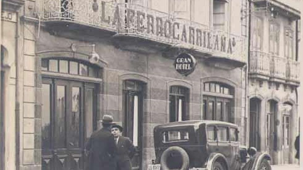 Feria de stocks de Vegadeo.Imagen del esplendor del Gran Hotel de Ribadeo