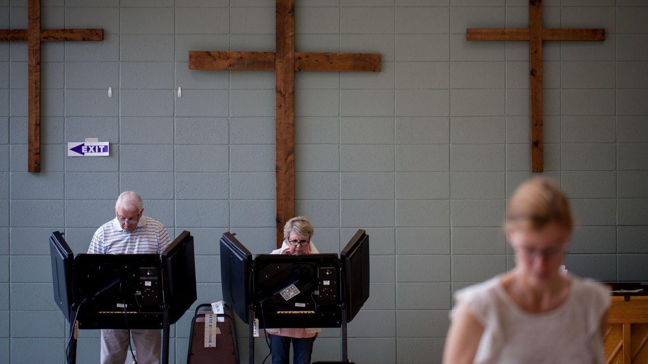 Ciudadanos votando en Charlotte, Carolina del Norte